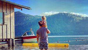 Voll verträumt: Wayne Carpendale teilt süßes Vater-Sohn-Pic