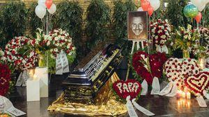 Bilder aus der Kirche: So rührend war Willis Sarg geschmückt