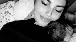 Kuscheln mit Hund Luna: Yeliz Koc teilt neues Snow-Foto
