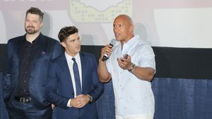 "Regisseur Seth Gordon, Zac Efron und Dwayne Johnson bei der ""Baywatch""-Premiere in Miami Beach"