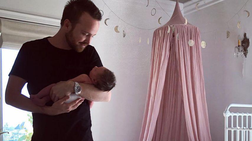 Schauspieler Aaron Paul mit Tochter Story