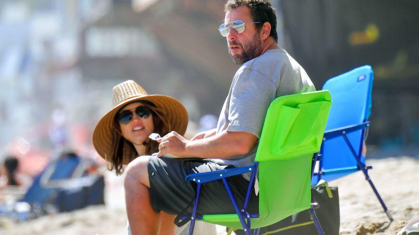 Adam Sandler mit seiner Frau Jackie am Strand von Malibu, Juni 2020