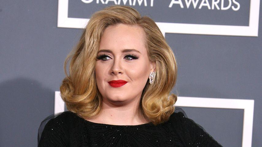 Adele freut sich über Grammy - vom Bett aus!