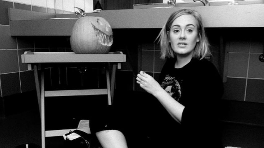 "Ciao Glamour-Look: Adele feiert Halloween – ""oben ohne""!"