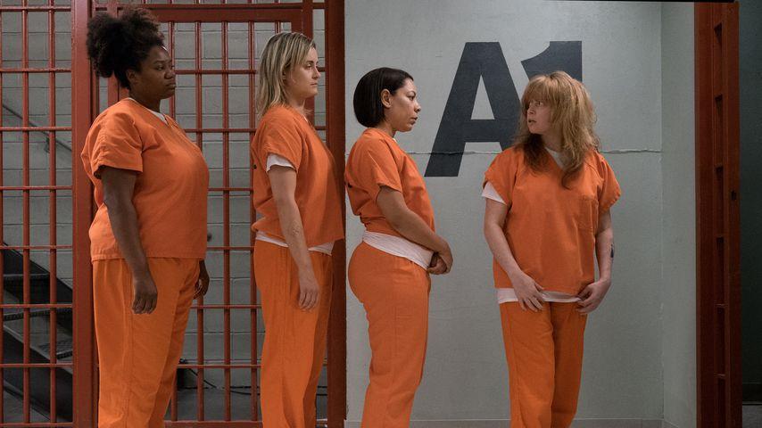 "Adrienne C. Moore, Taylor Schilling, Selenis Leyva und Natasha Lyonne in ""Orange Is The New Black"""