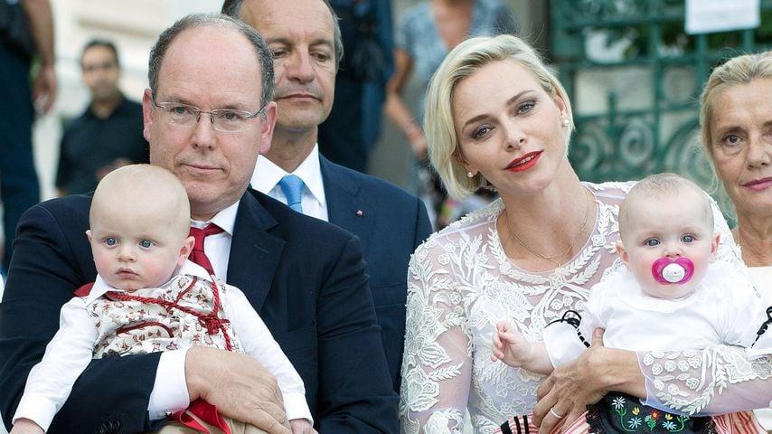 Albert II. von Monaco, Fürstin Charlène und ihr Kinder Jacques und Gabriella im August 2015
