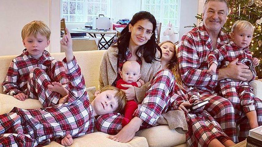 Alec und Hilaria Baldwin mit all ihren Kindern, Weihnachten 2020