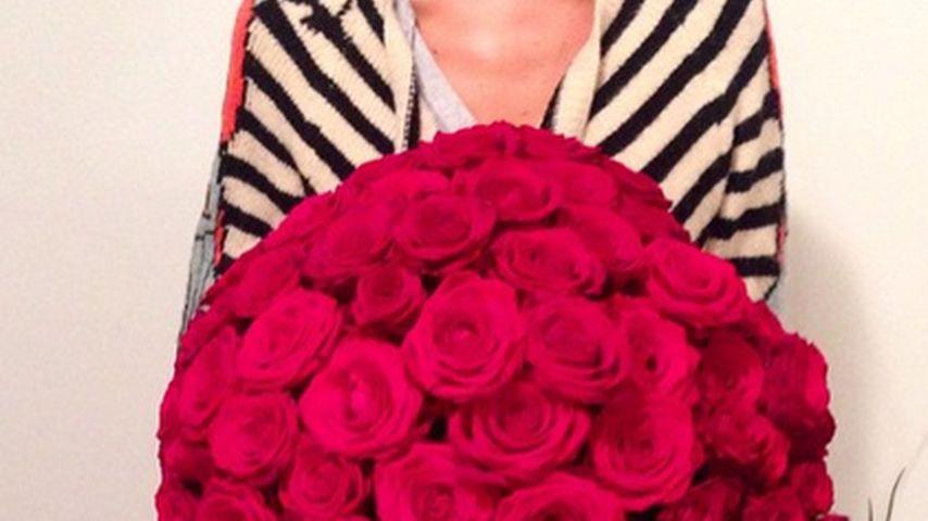 Wow! Alena Gerber freut sich über 100 rote Rosen