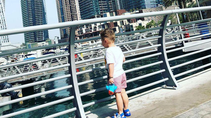 Stolzes Mama-Pic: Hier entdeckt der kleine Alessio Dubai!