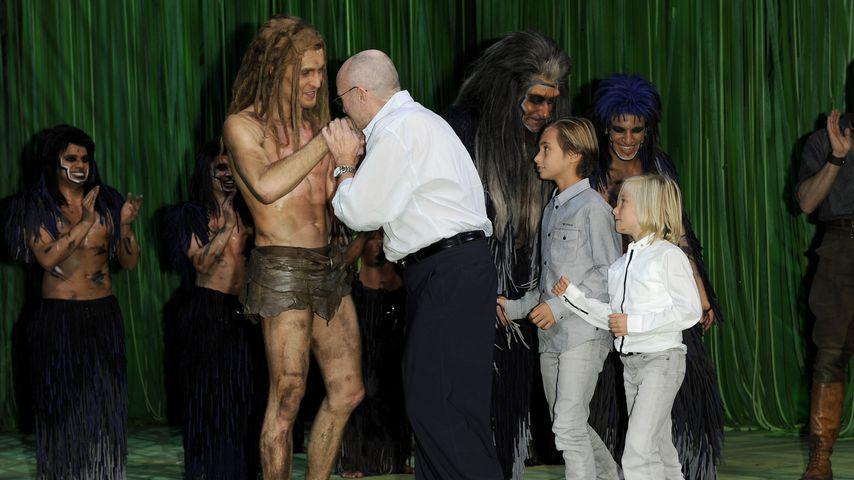 Alexander Klaws als Tarzan mit Phil Collins in Hamburg im Oktober 2011