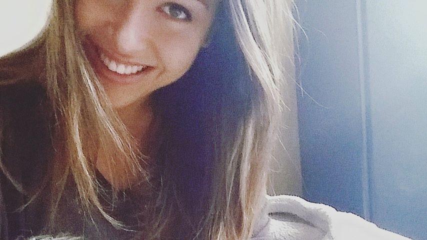 Total verschmust: Bachelorette Alisa knuddelt fremd