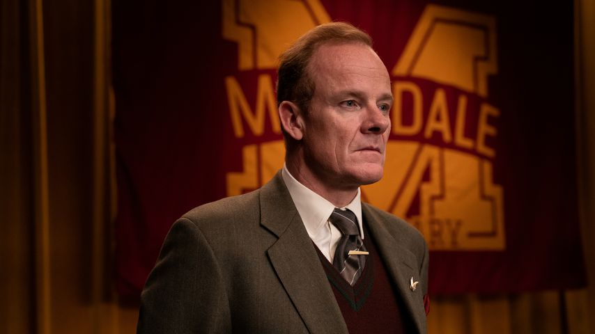 "Alistair Petrie als Mr. Groff in ""Sex Education"""