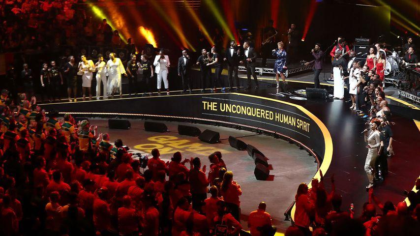 Aloe Blacc mit einem Chor bei der Abschlusszeremonie der Invictus Games