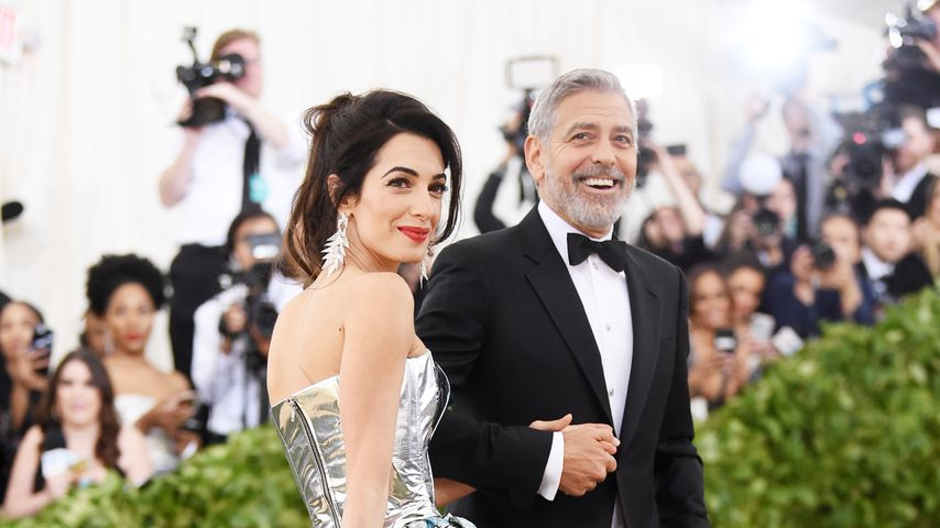 Amal und George Clooney bei der Met Gala in New York City