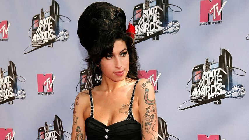 Amy Winehouse' Brüste explodieren