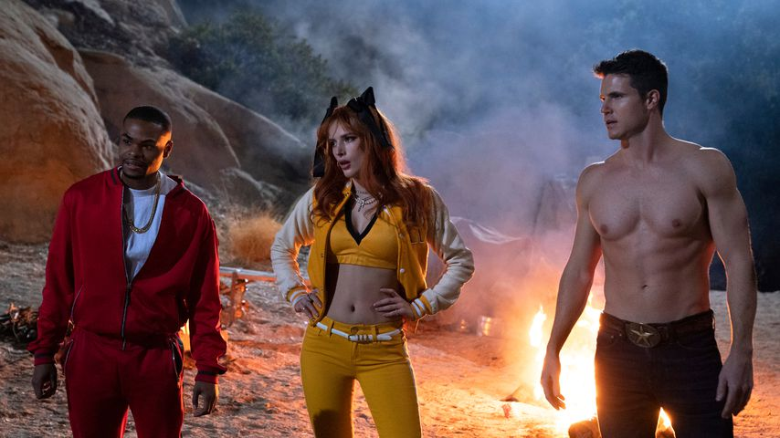 "Andrew Bachelor, Bella Thorne und Robbie Amell in ""The Babysitter: Killer Queen"""