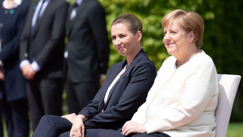 Angela Merkel während der Nationalhymne