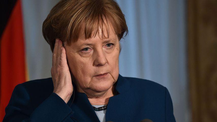 Schock für Angela Merkel: Auto rast in Tor des Kanzleramts!