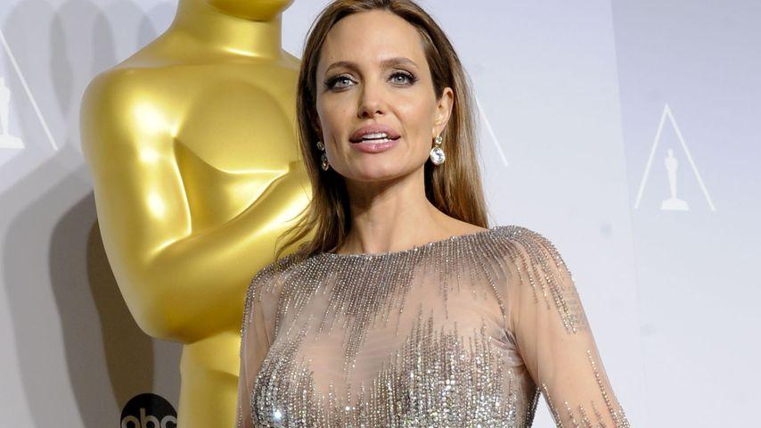 Wow! Angelina Jolie hat 200 Männer voll im Griff