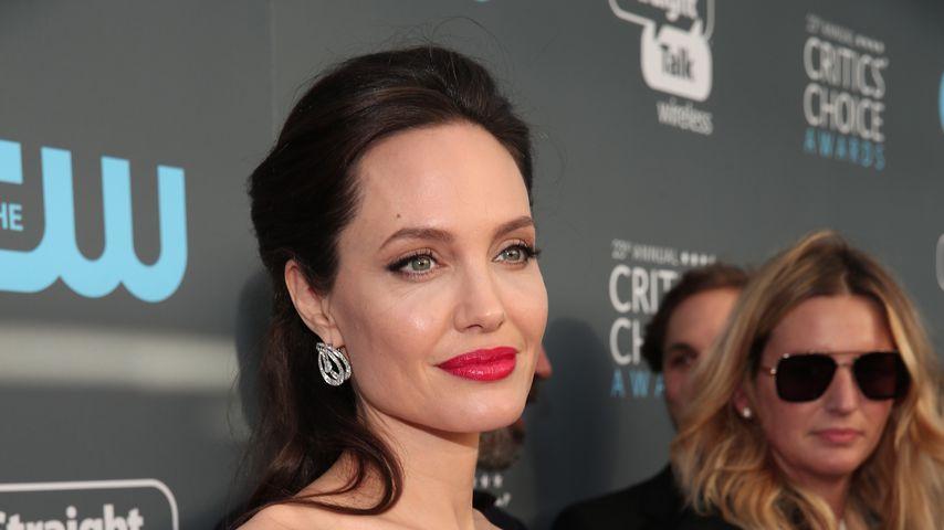 Angelina Jolie: Zwillingsbesuch am Maleficent-Set