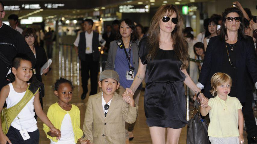 Angelina Jolie mit ihren Kindern Maddox, Zahara, Pax und Shiloh, 2010