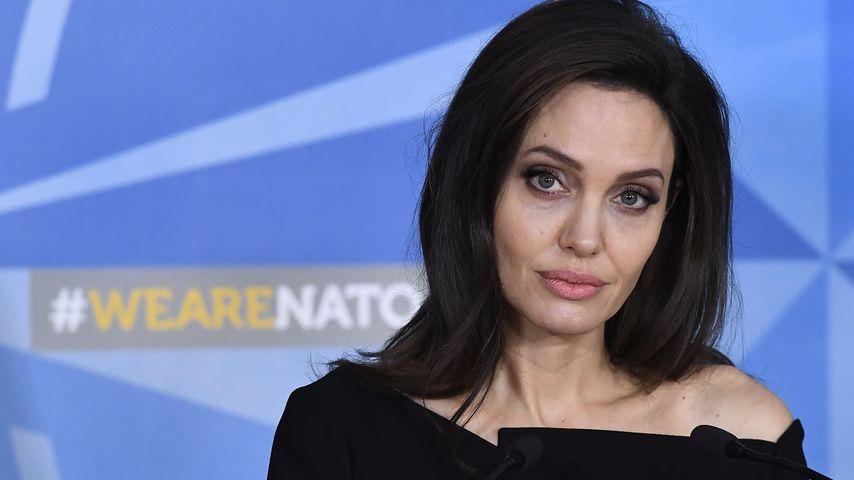 Kaum Strom & Hütten: Angelina Jolies Charity ein Desaster?