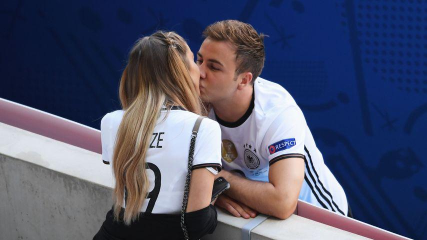 Ann-Kathrin Brömmel und Mario Götze während der EM 2016