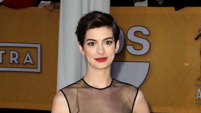 Anne Hathaway im Traum aus Transparenz