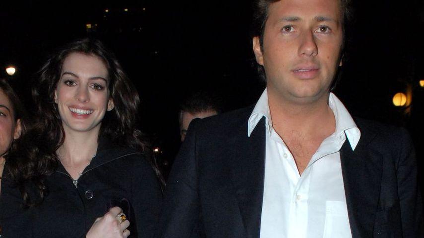 Anne Hathaways Ex wurde aus den USA abgeschoben