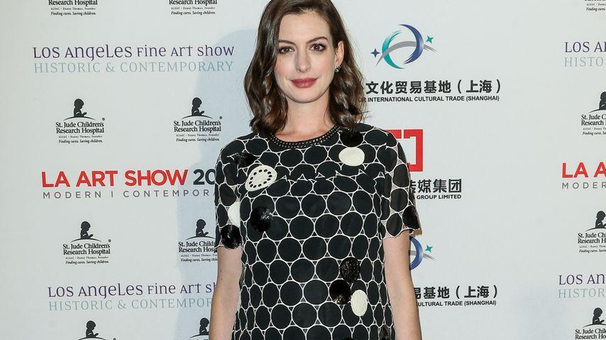 Anne Hathaway während der Los Angeles Fine Art Show 2016