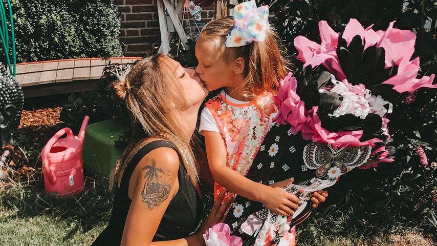 Anne Wünsche und ihre Tochter Miley bei Mileys Einschulung