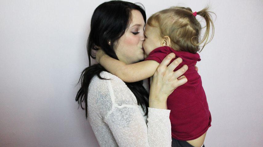 Mutter-Tochter-Liebe: Anne Wünsche knutscht ihre Prinzessin
