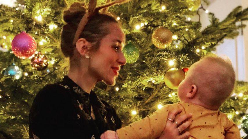 Erstes Weihnachten: Annemarie Carpendales Sohn bestaunt Baum