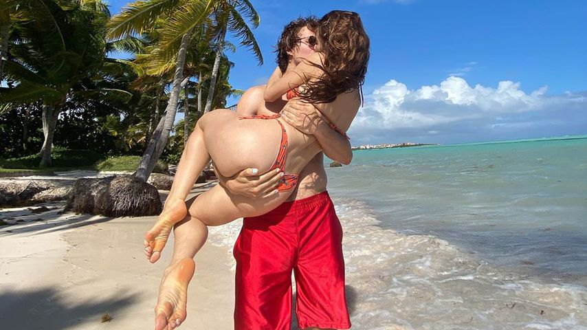 Alles fest im Griff: So sexy ist Ansel Elgorts Paar-Urlaub