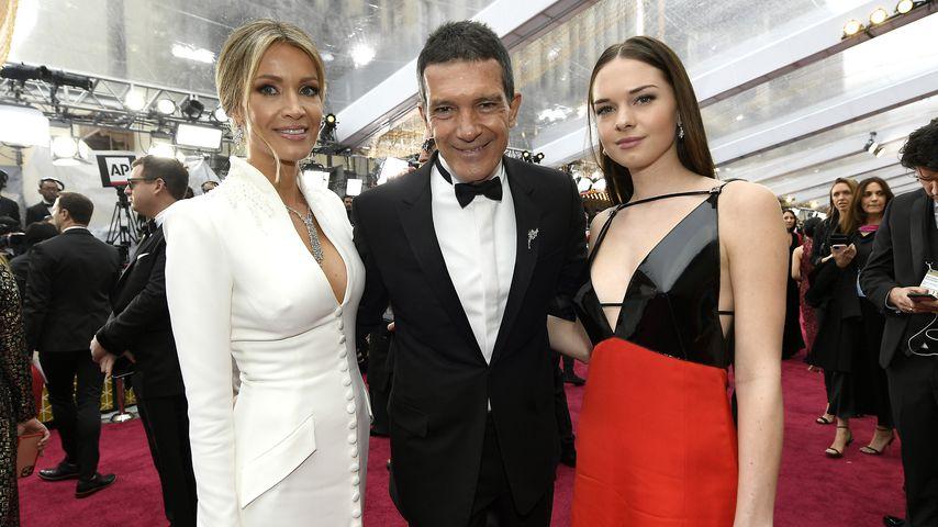 Antonio Banderas mit seiner Freundin Nicole Kimpel und seiner Tochter Stella bei den Oscars 2020