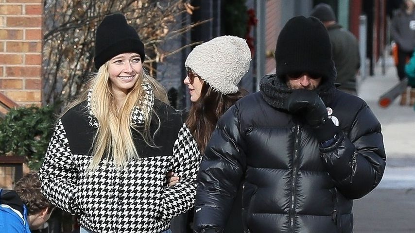 Apple und Chris Martin mit Dakota Johnson im Dezember 2019