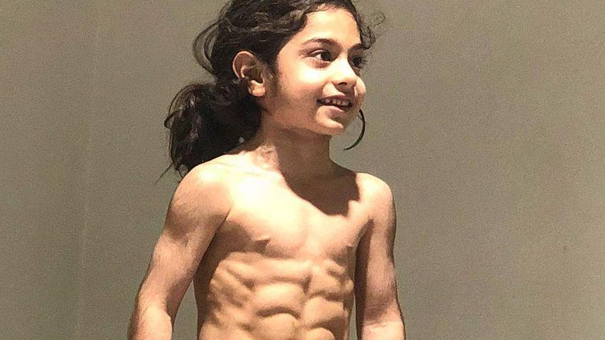Dieser sechsjährige Fußballer zeigt sein krasses Sixpack!