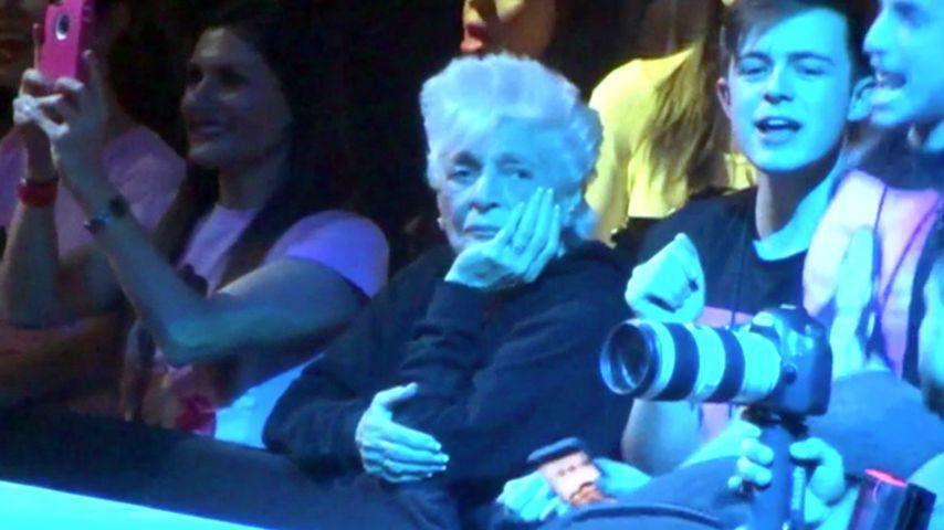 Ariana Grandes Oma Marjorie in der Front Row des Konzertes ihrer Enkelin in Las Vegas