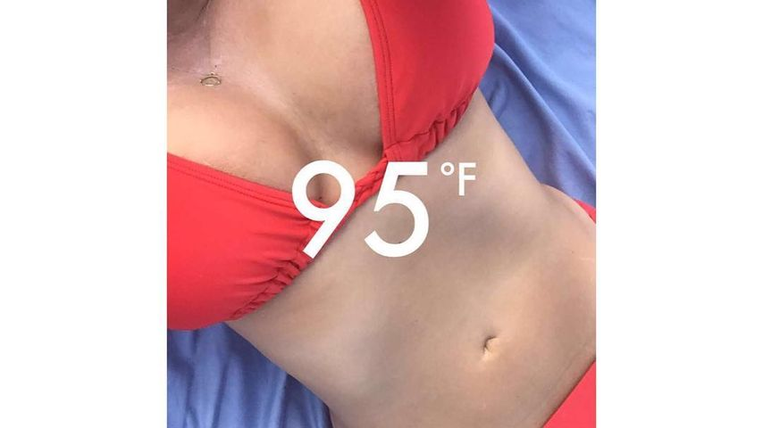 Ashley Graham mit flachem Bauch