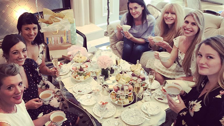 Ashley Hinshaw (r.) und ihre Freundinnen bei einer Babyparty, Oktober 2017