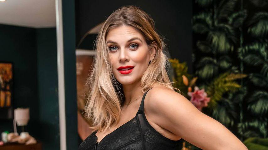37. Woche: Schwangere Ashley James posiert in sexy Dessous