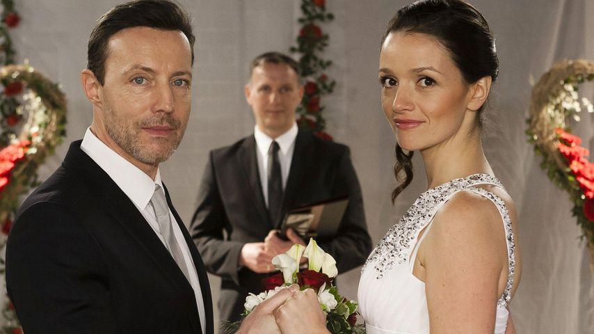 """AWZ-Hochzeits-Foto: Sagen Jenny & David echt """"Ja""""?"""