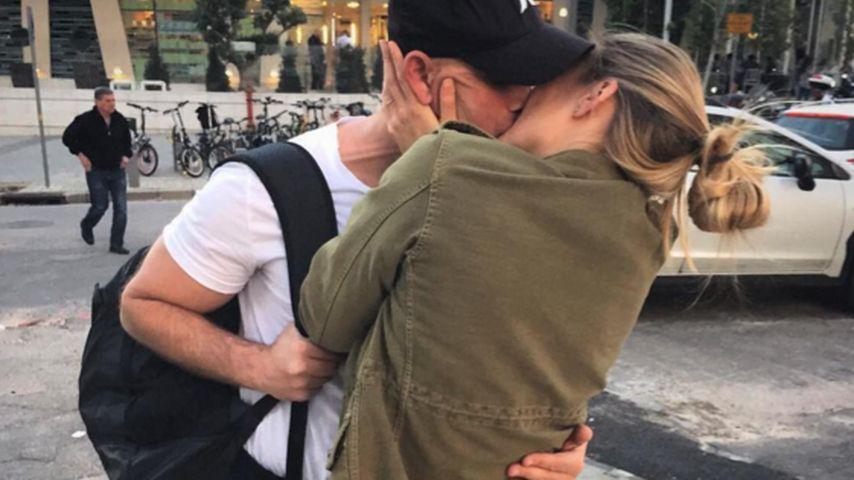 Abschieds-Kuss: Schwangere Bar Refaeli ganz sentimental