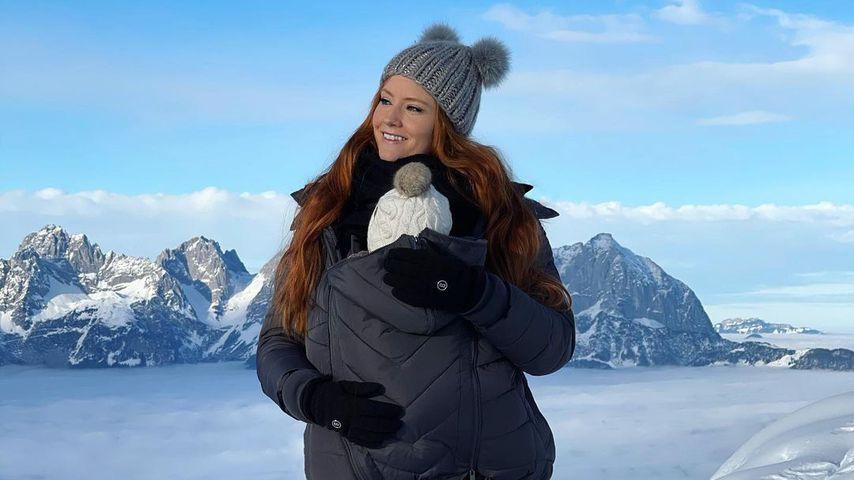 Süßes Foto mit Baby: Barbara Meier beim Winterspaziergang