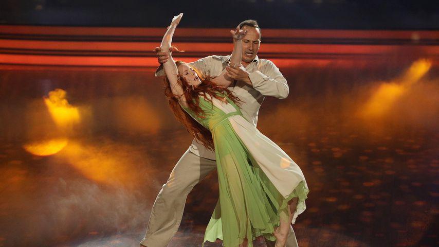 """Barbara Meier und Sergiu Luca in der 10. Show von """"Let's Dance"""""""