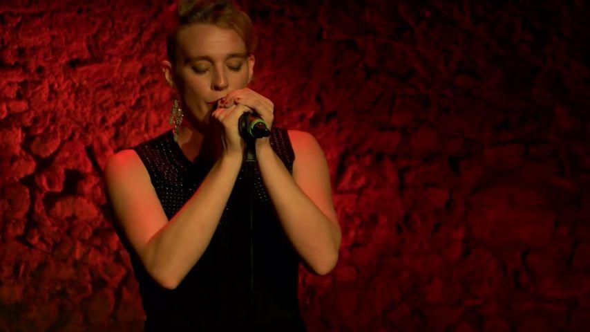 Stromschlag: Französische Sängerin (†35) stirbt auf Bühne!
