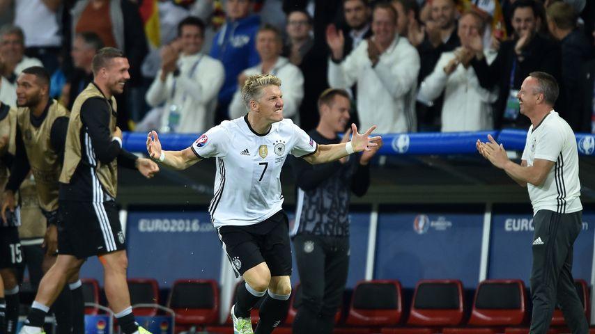 1. EM-Held 2016: Die Fans feiern Schweinsteiger-Comeback!