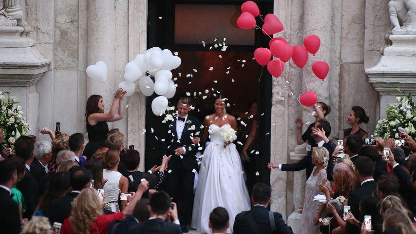 Bastian und Ana Schweinsteiger nach der kirchlichen Trauung in Venedig