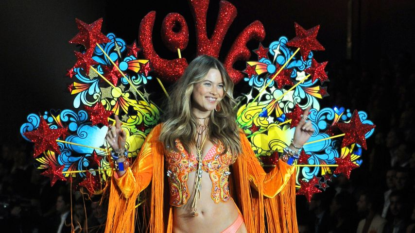 "Behati Prinsloo auf dem ""Victoria's Secret""-Catwalk"