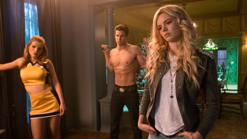 "Bella Thorne, Robbie Amell und Samara Weaving in ""The Babysitter"""